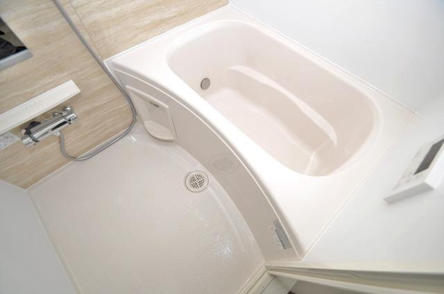 COCORO 足を伸ばして、ゆっくりできる大きなバスルームですよ。