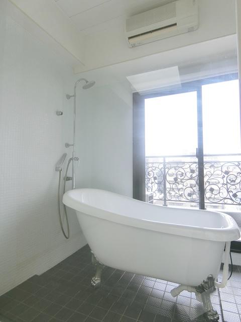 外の眺めをみながらお風呂に入れます^^