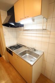 https://image.rentersnet.jp/944bcb72-2b76-463c-9781-c04ca67bc219_property_picture_2988_large.jpg_cap_キッチン