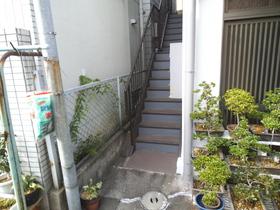 2階への階段!お部屋は全て2階になります