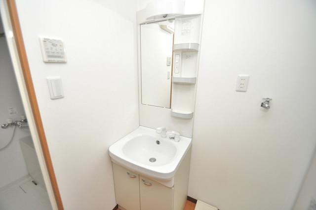 グランドール北巽 人気の独立洗面所にはうれしいシャンプードレッサー完備です。