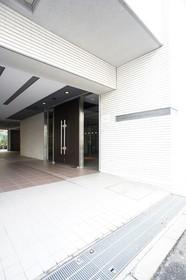 https://image.rentersnet.jp/94a5f216-6e45-4b51-9e96-3b0d18a39e8e_property_picture_961_large.jpg_cap_エントランス