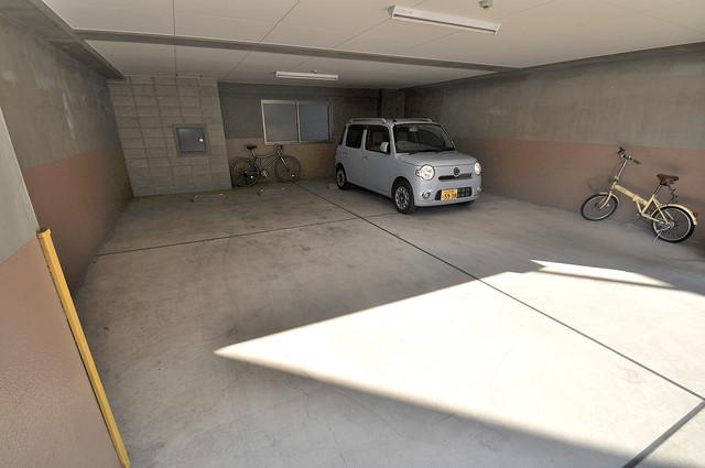 プロミネンス 敷地内にある駐車場。愛車が目の届く所に置けると安心ですよね。