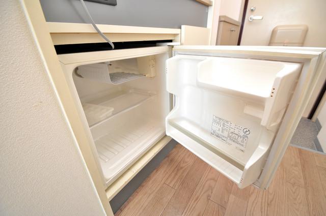 イーストコトブキ 嬉しいミニ冷蔵庫付き。単身さんには充分対応可能な大きさ