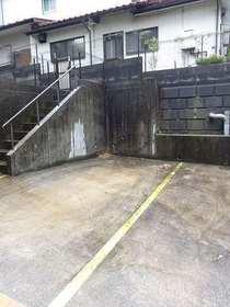 安田アパート駐車場