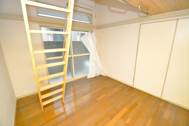 ハウスランド布施 朝には心地よい光が差し込む、このお部屋でお休みください。