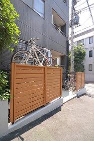 新宿駅 徒歩7分エントランス