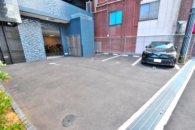 プレサンス上町台筆ケ崎 SOUTH 敷地内には駐車場があり安心ですね。