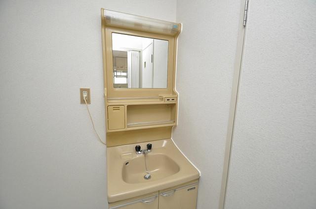 ファミーユ和喜 人気の独立洗面所はゆったりと余裕のある広さです。