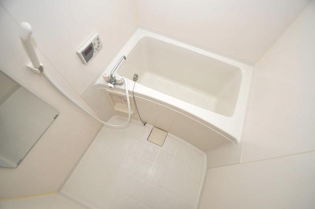 サンライフ小阪 広めのお風呂は一日の疲れを癒してくれます