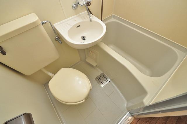 東大阪市小若江3丁目の賃貸マンション コンパクトですが機能性のあるトイレです。