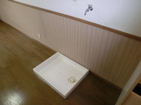 室内に洗濯機置き場あります♪