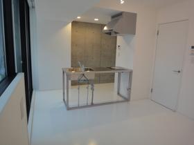 https://image.rentersnet.jp/9699a103-447d-4646-bca0-379d97a2c635_property_picture_2418_large.jpg_cap_居室