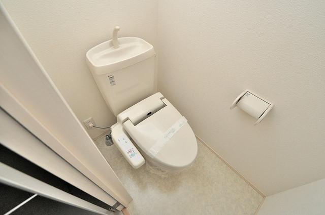 エクレール上小阪 清潔感のある綺麗なトイレにはウォシュレット標準装備です。