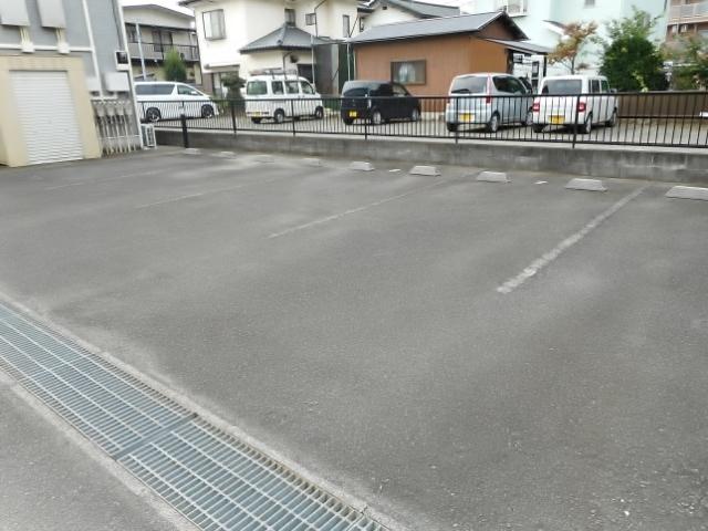 グランクールⅠ駐車場