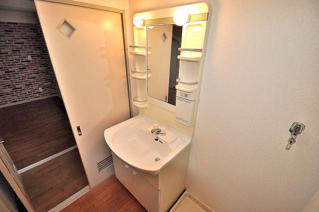 シャンピニヨン岩崎 人気の独立洗面所はゆったりと余裕のある広さです。