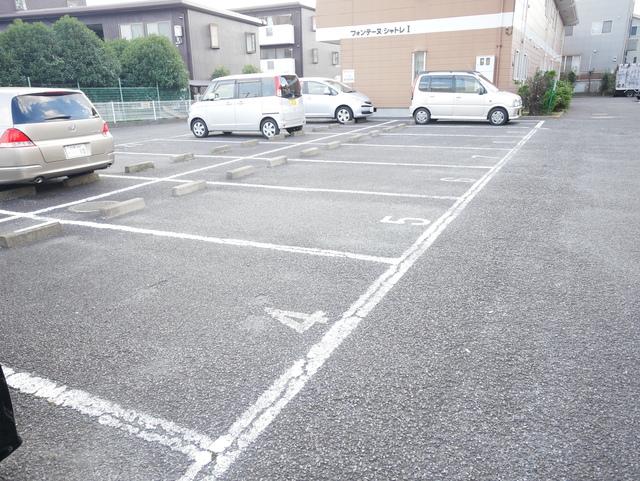 フォンテーヌシャトレⅡ駐車場