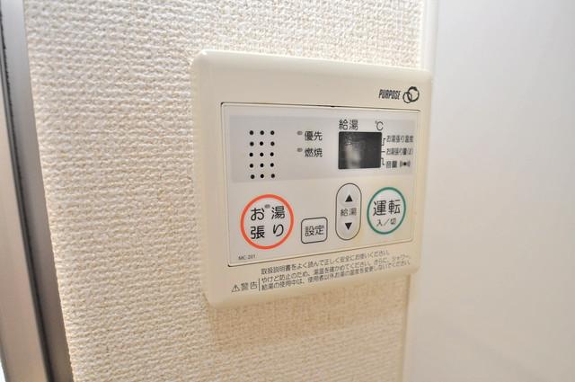 ベルリード加美北A棟 給湯リモコン付。温度調整は指1本、いつでもお好みの温度です。