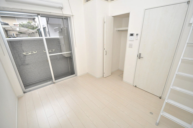 Valenti小阪 シンプルな単身さん向きのマンションです。