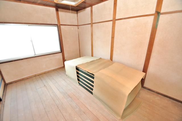 若江本町4-8-40貸家 朝には心地よい光が差し込む、このお部屋でお休みください。