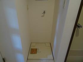 https://image.rentersnet.jp/97f4b75281ab0d149a816b8a4ede7dd1_property_picture_2418_large.jpg_cap_洗濯機置場はこちら