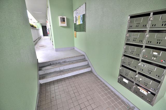 マンションジュエル この階段を登った先にあなたの新生活が待っていますよ。