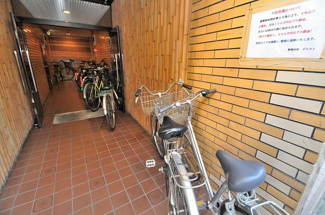 スペラーレ今里 屋根付きの駐輪場は大切な自転車を雨から守ってくれます。