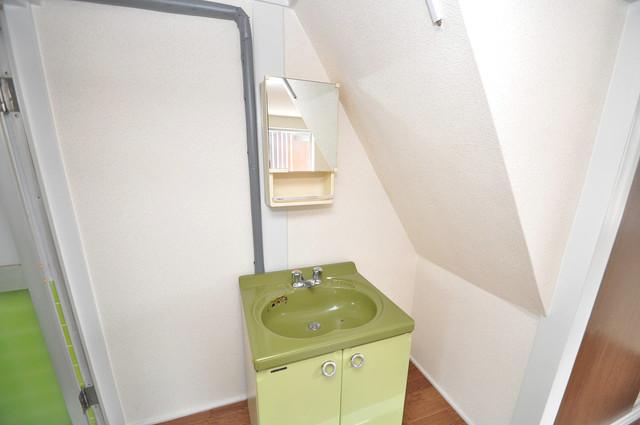 近江堂1-11-9 貸家 小さいですが洗面台ありますよ