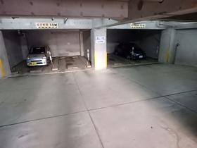 TIKビル駐車場