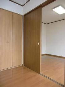https://image.rentersnet.jp/98f9ccb0-c981-48c1-b9b1-429e1bfd5f13_property_picture_2419_large.jpg_cap_居室