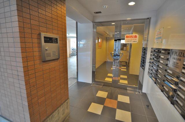M'プラザ布施弐番館 オシャレなエントランスはうれしいオートロック付きです。