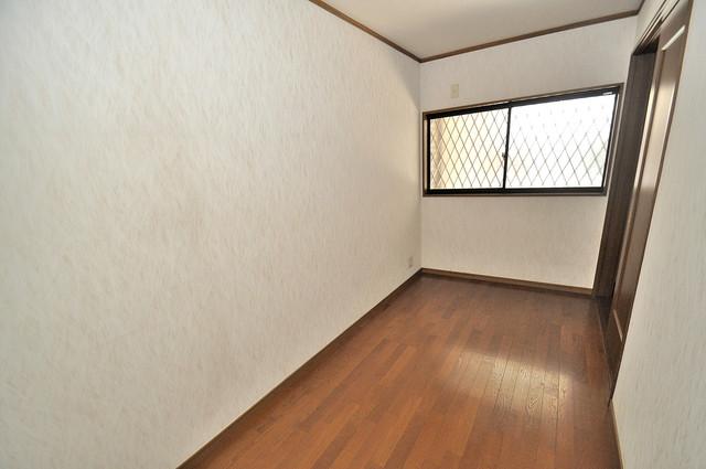 長栄寺8-24 貸家 明るいお部屋は風通しも良く、心地よい気分になります。