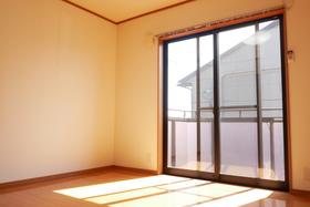 https://image.rentersnet.jp/9974f99d-37c4-4ea3-b1dc-a2f716ee7668_property_picture_2419_large.jpg_cap_居室