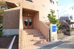 https://image.rentersnet.jp/9a0686c5-c235-4ce1-ae6c-24652effea84_property_picture_1992_large.jpg_cap_エントランス