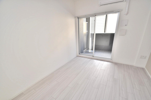 レジュールアッシュOSAKA新深江 明るいお部屋は風通しも良く、心地よい気分になります。
