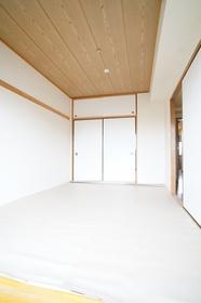 https://image.rentersnet.jp/9a89585167d4c5b3e5a4f3ef9e43fb20_property_picture_1800_large.jpg_cap_和室6.5帖