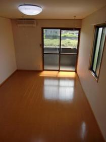 https://image.rentersnet.jp/9b0780df71da02d3a4e6e1f7a9930322_property_picture_2419_large.jpg_cap_居室