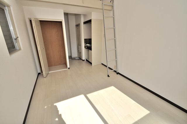アパートメント生野Ⅲ 明るいお部屋はゆったりとしていて、心地よい空間です