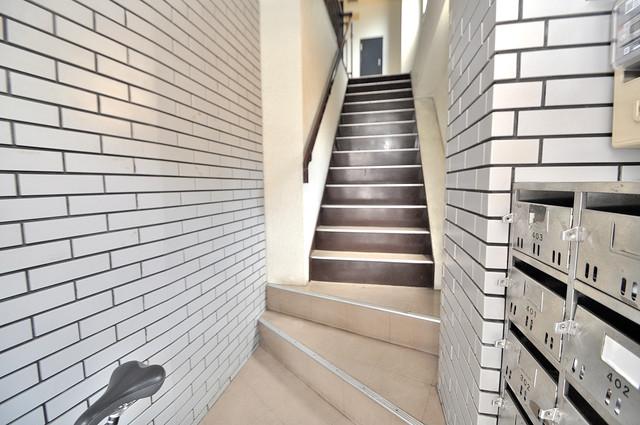 メゾン・ワンダー この階段を登った先にあなたの新生活が待っていますよ。