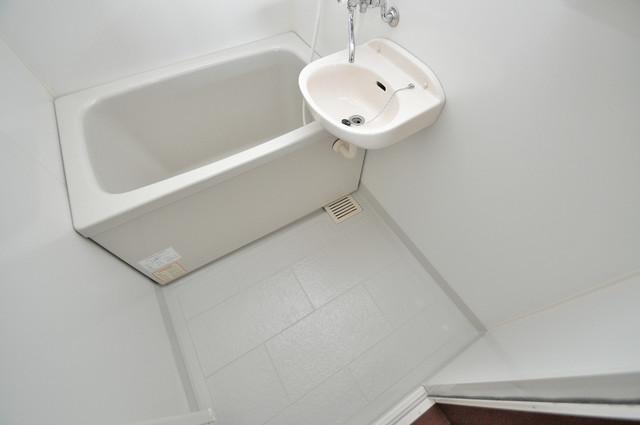 リュミエールイースト 広めのお風呂は一日の疲れを癒してくれます。