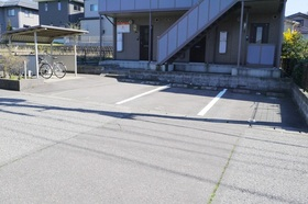 https://image.rentersnet.jp/9bece3e1-63f0-4f98-96de-caca42e0e69f_property_picture_2419_large.jpg_cap_駐車場