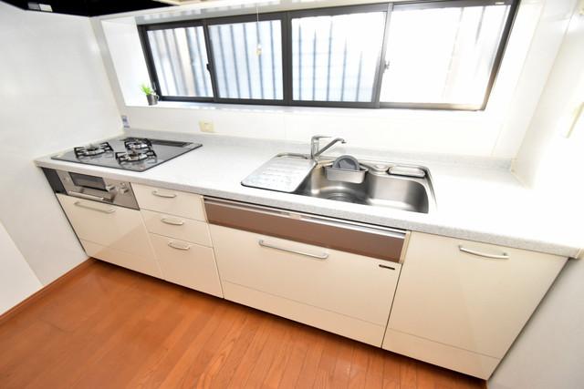 大蓮南2-18-9 貸家 とっても広いキッチンですのでお料理が楽しくなりますね。