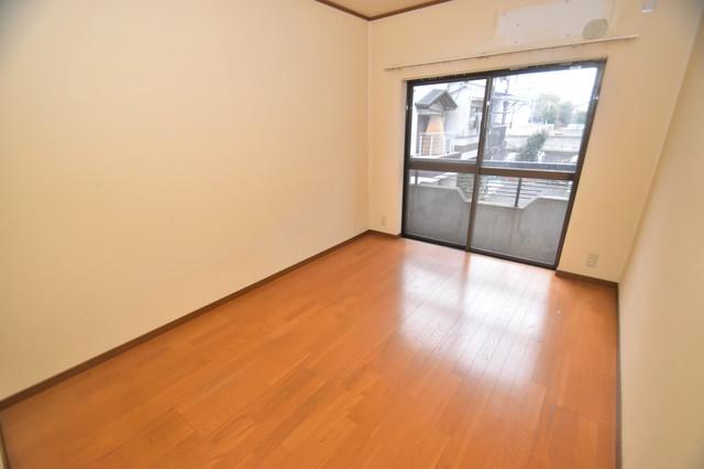 巽北1-29-14 貸家 明るいお部屋は風通しも良く、心地よい気分になります。