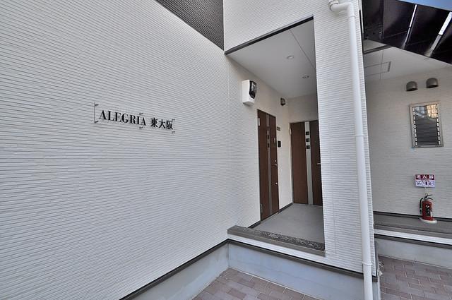 ALEGRIA東大阪 エントランス周辺はいつもキレイに片付けられています。