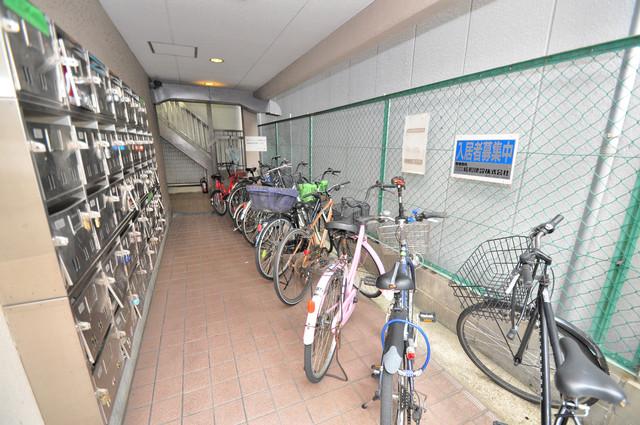 ライラック小阪 駐輪場が敷地内にあります。愛車を安心して置いておけますね。