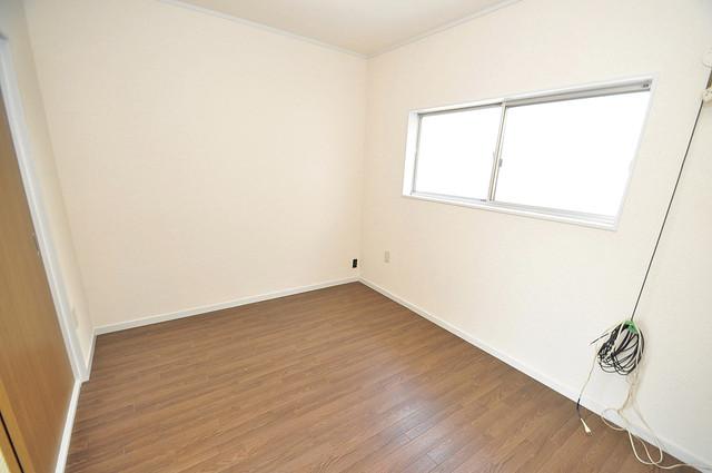 近江堂1-11-9 貸家 窓があるので風通しが良く、快適な睡眠がとれそうですね。