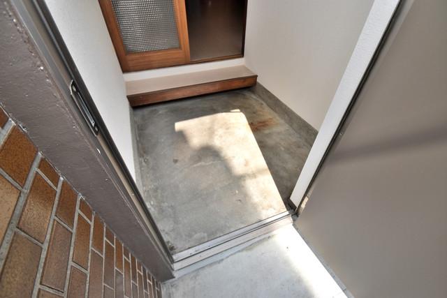 大蓮南2-15-9 貸家 素敵な玄関は毎朝あなたを元気に送りだしてくれますよ。