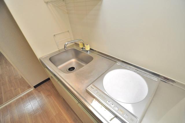 エスポワールⅡ シンプルなキッチンは電気コンロなので、お手入れも楽ちん。