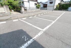 https://image.rentersnet.jp/9cf79905-ffcb-4392-8dd5-932246dfc3ba_property_picture_957_large.jpg_cap_駐車場