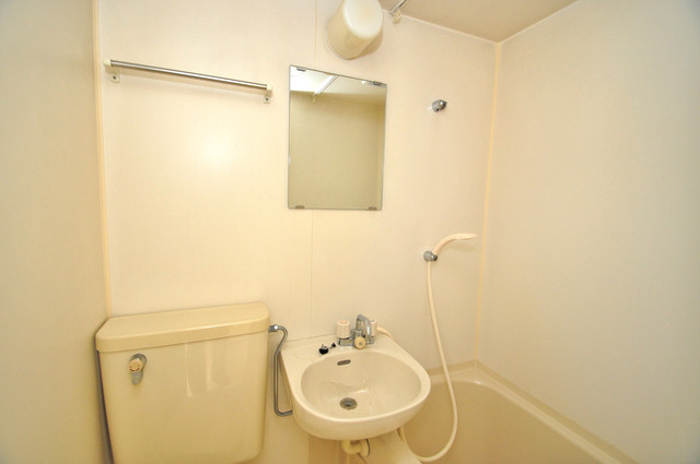 アパートメント生野Ⅲ 可愛いいサイズの洗面台ですが、機能性はすごいんですよ。